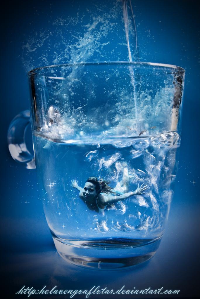 Underwater by holavengoaflotar
