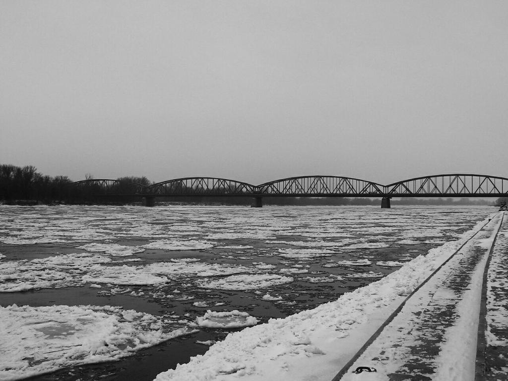 Winter bridge by Wanderlouve