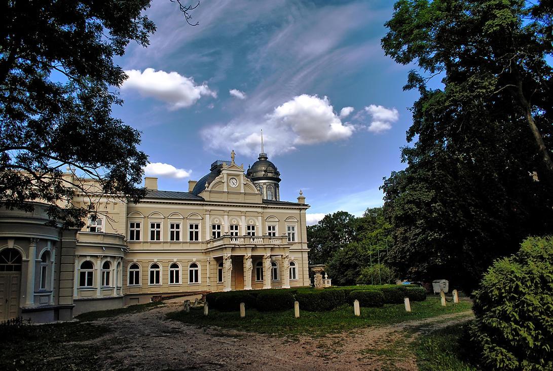 Manor by Wanderlouve