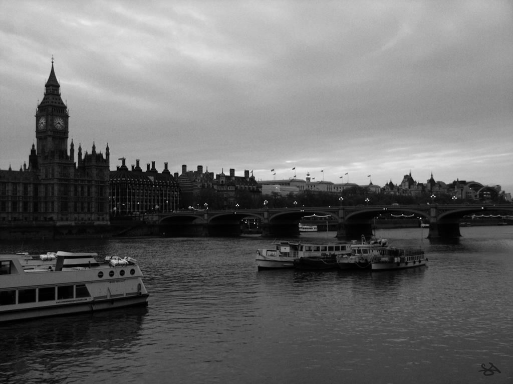 River Thames by pixiepot