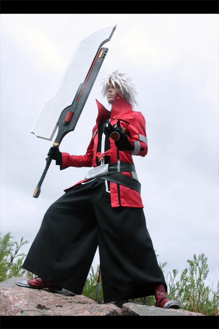 [Resim: Ragna_The_Bloodedge_cosplay_5_by_Elffi.jpg]