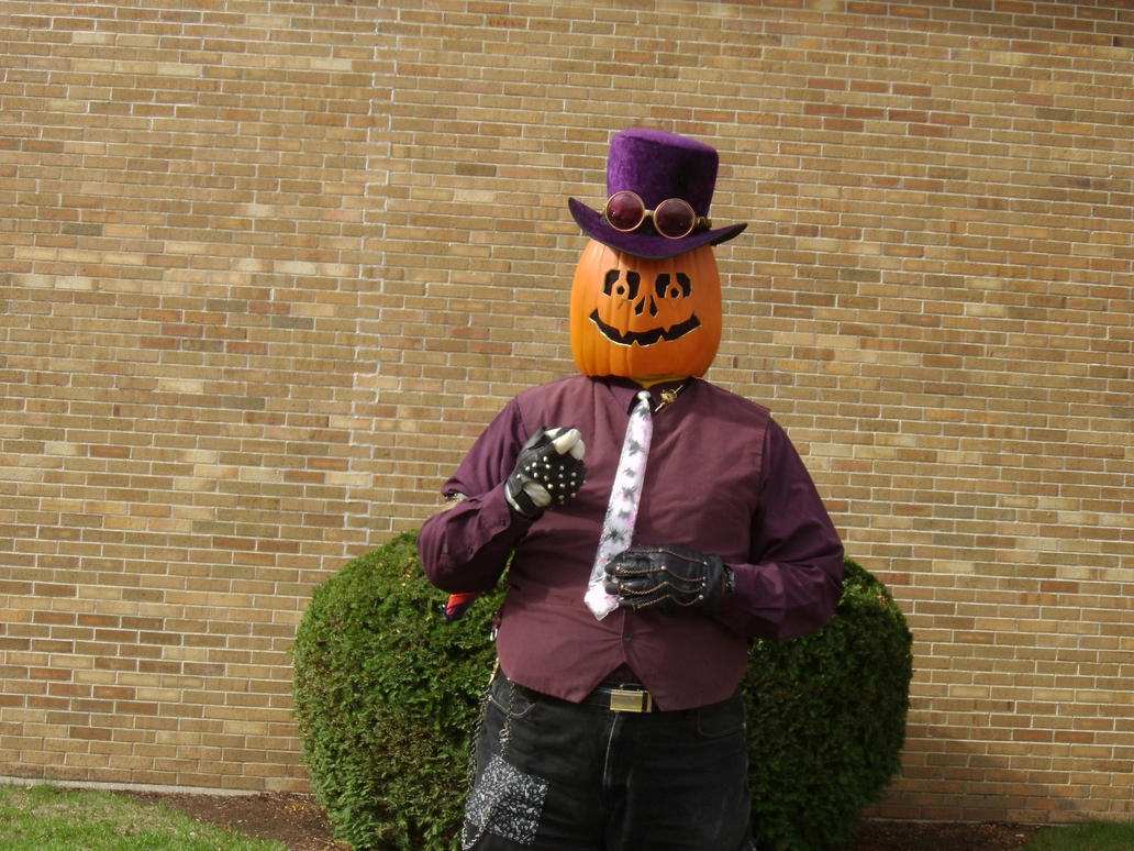 Gourdon Pumpkinhead Before the Parade 2 by Windthin