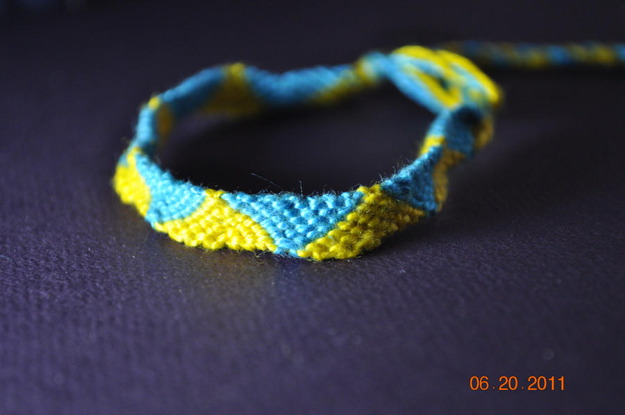 how to make triangle friendship bracelets