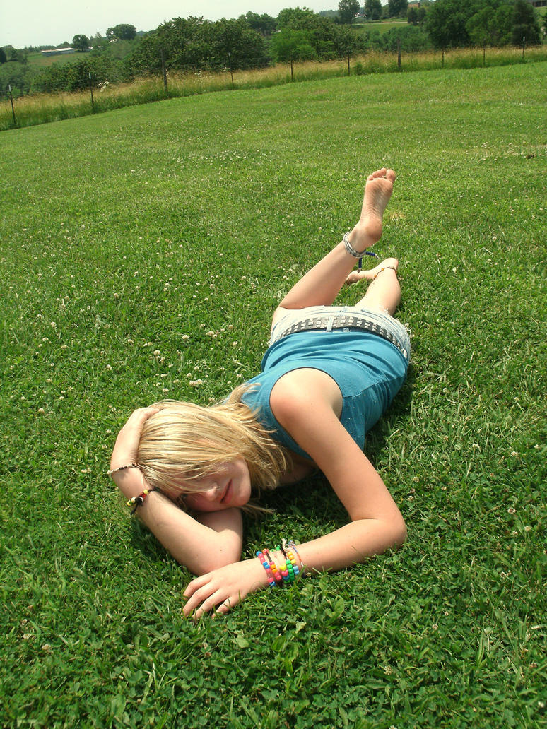 i love the grass by ChocolateEmoMooCow