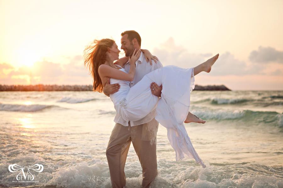 Beach Romance. by triciavictoria