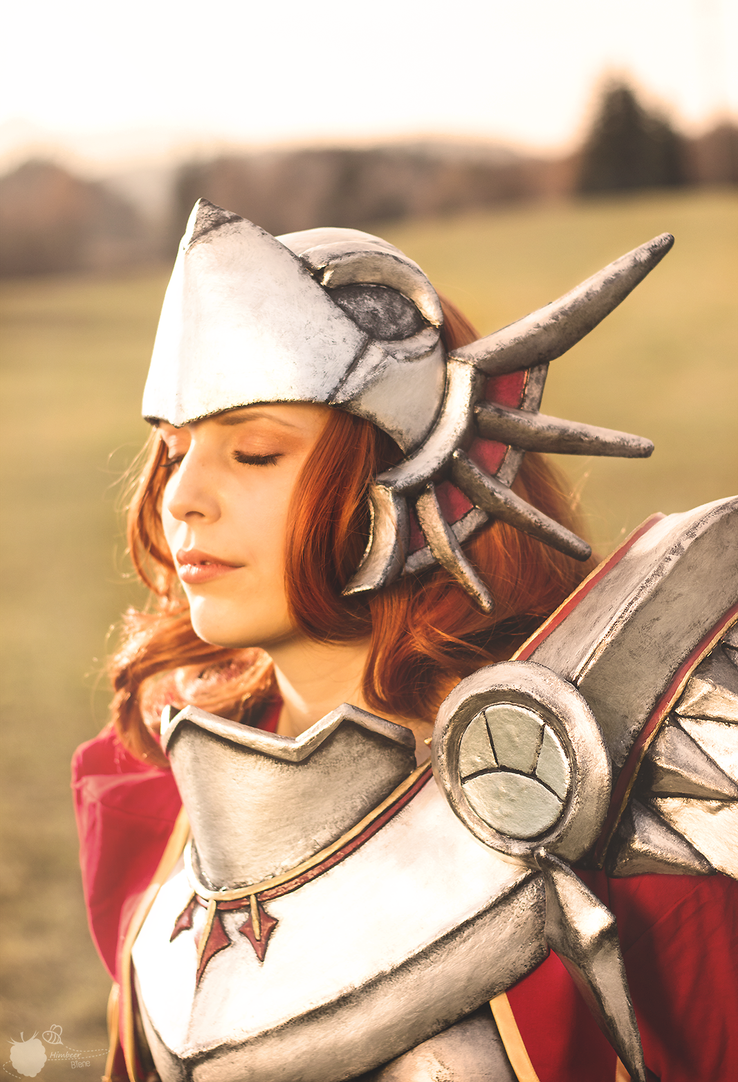 Leona - the Radiant Dawn by FantasticLeo