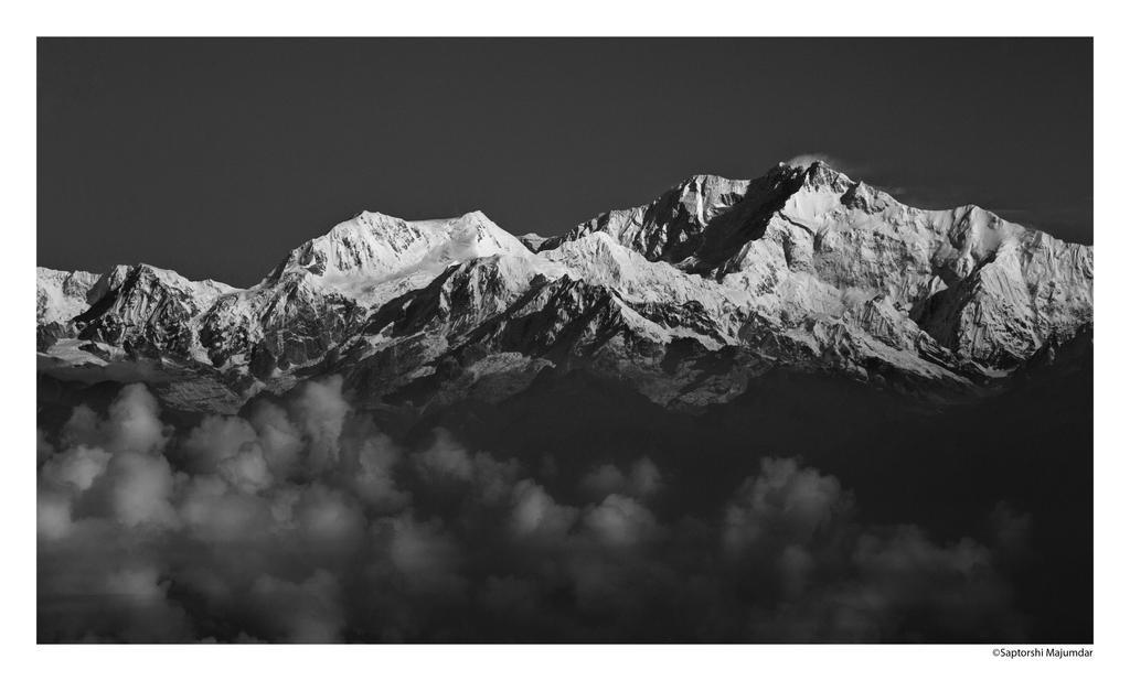 Kanchenjunga by derozio