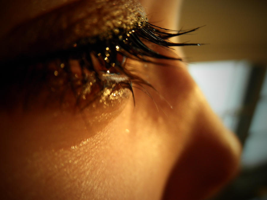 Crying eye by Mikiv26 on DeviantArt