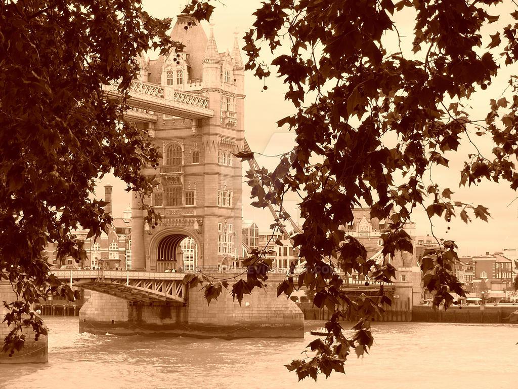 tower bridge by Lezzy89
