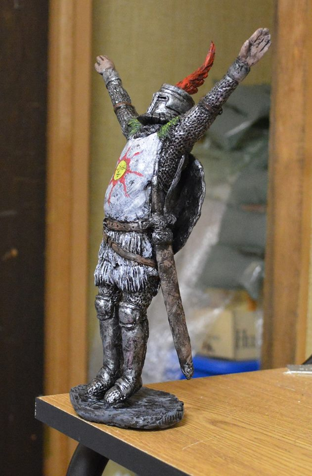 Solaire Praise The Sun statue by futantshadow