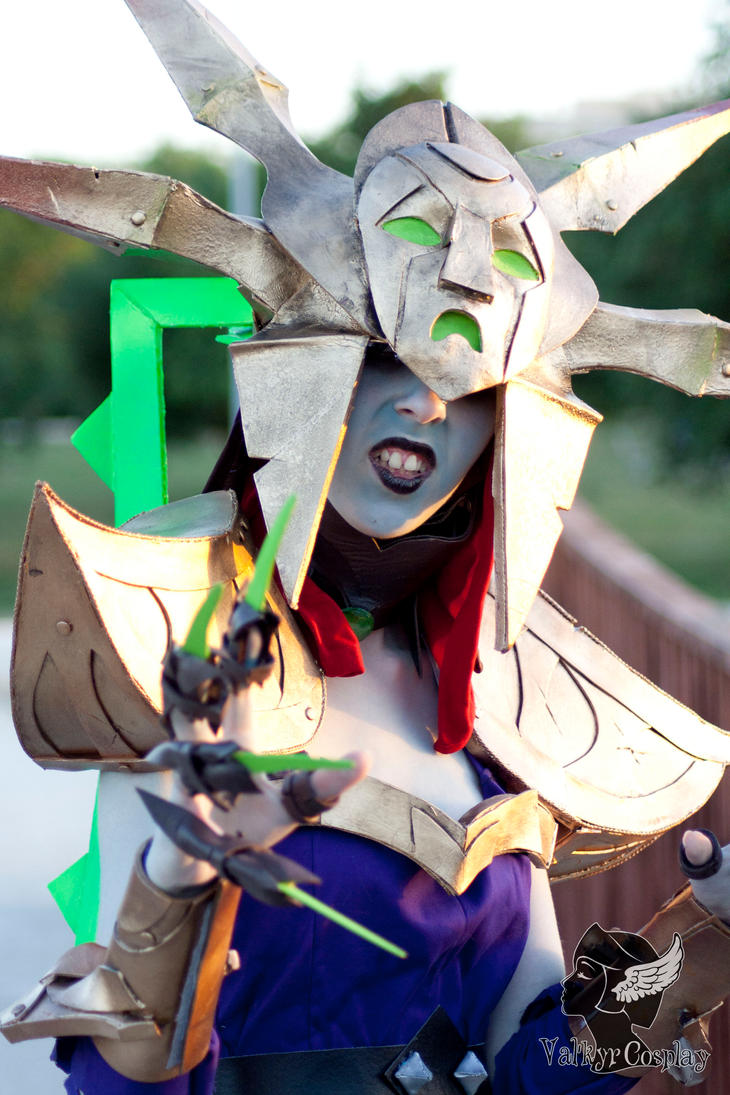 Lissandra blade queen cosplay ^^ by ValkyrCosplay on ...