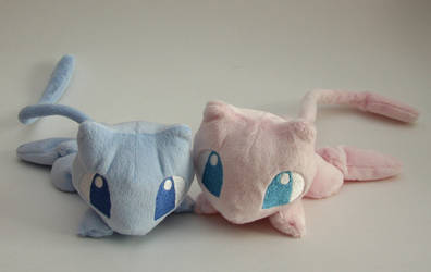 Mew plushies by Yukamina-Plushies