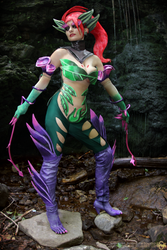 Zyra cosplay: Feel the thorns embrace