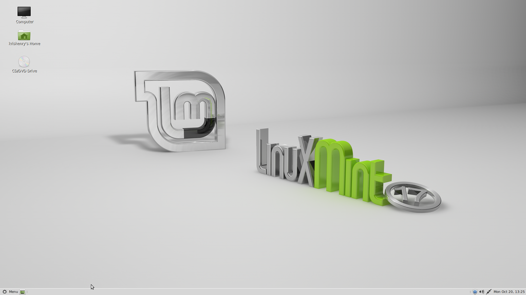 Linux Mint 17 Fresh Install Desktop by PharaohAtisLioness