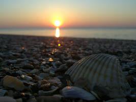 Sunrise at the beach by Geografa