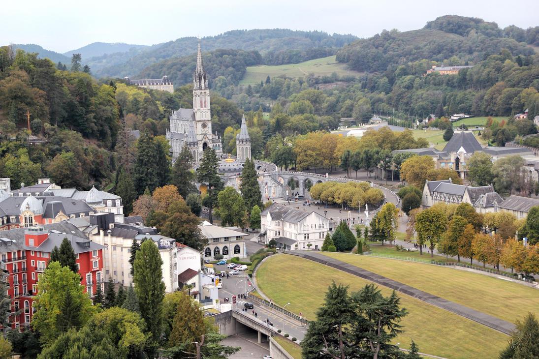 Sanctuaire de Lourdes by YvesDuployez