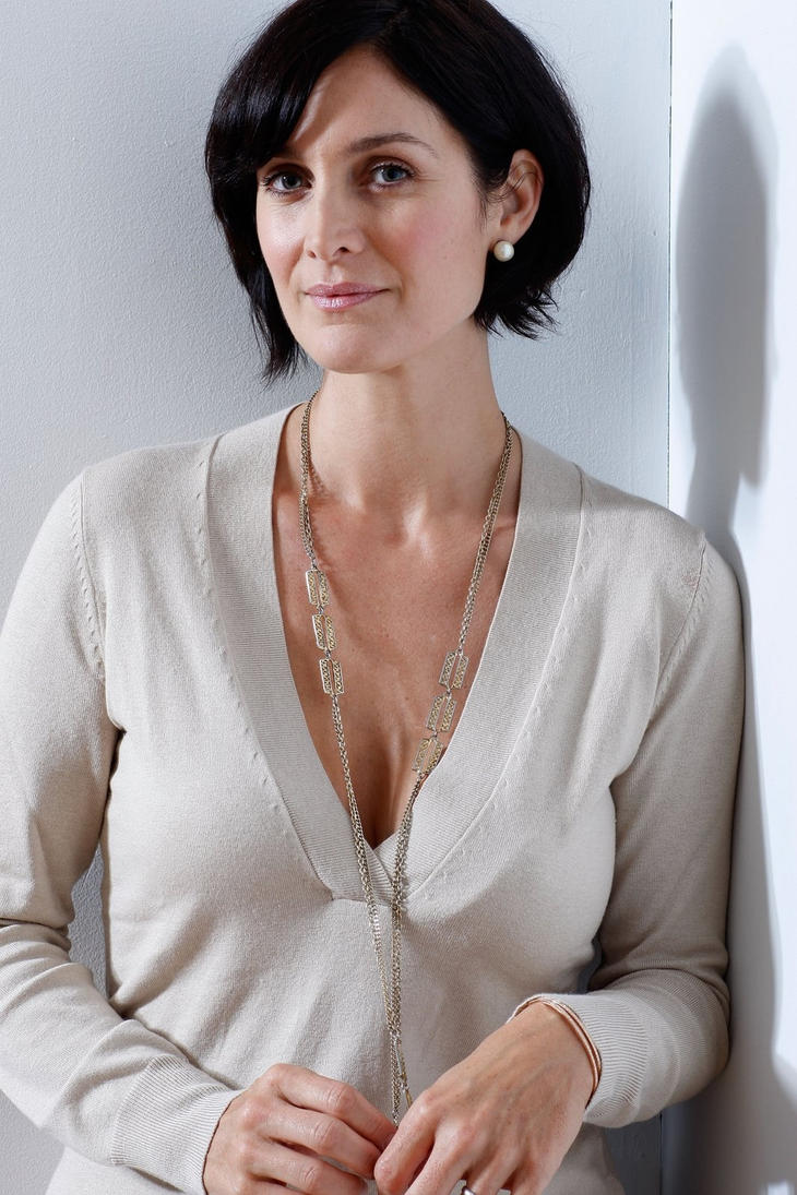 Carrie Anne Moss Tits