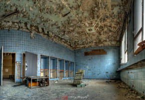 Abandoned Hospital by xMAXIx