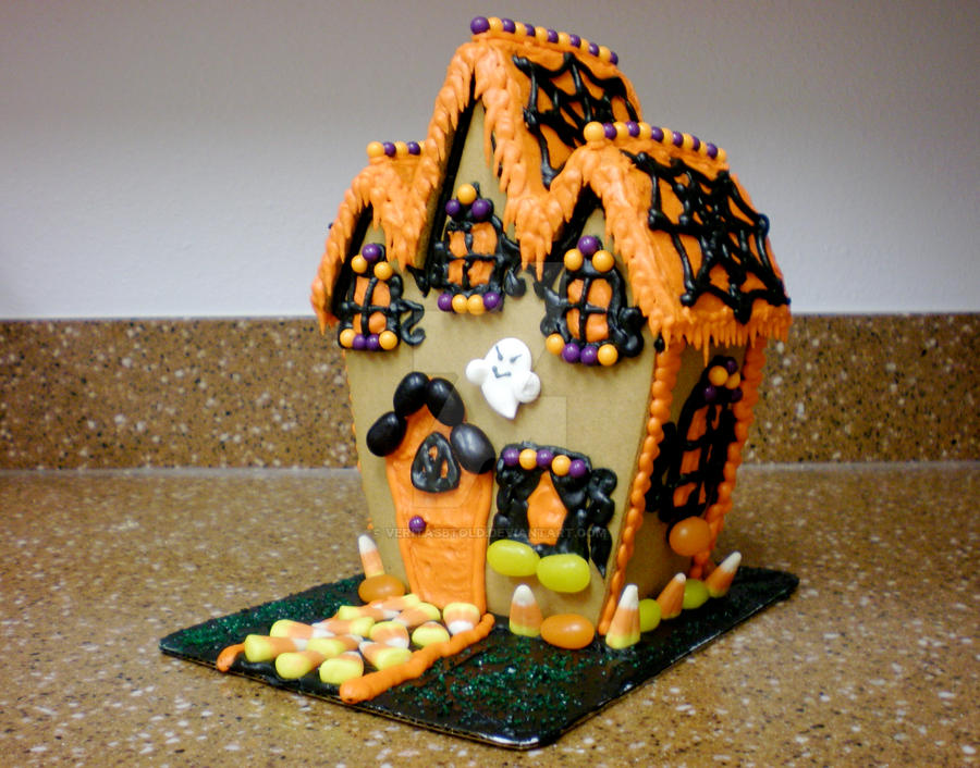 Haunted Gingerbread House by veritasBtold