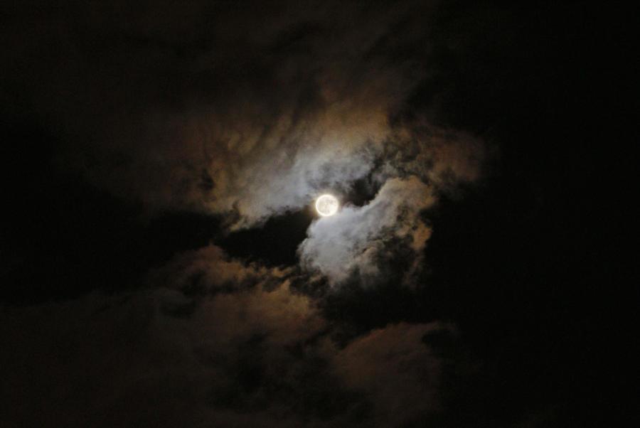 Full moon by Juelej