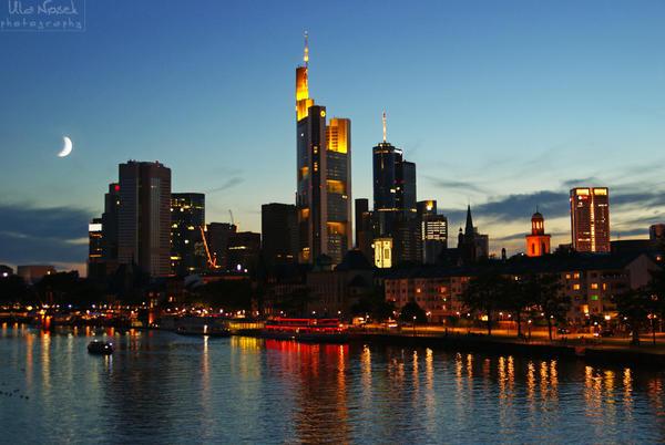 Frankfurt at night by Juelej