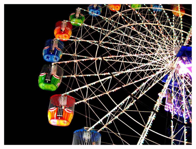 Ferris Wheel at Night by reynese