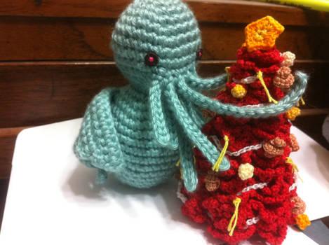 Li'l Cthulhu and his Christmas Tree by joshin-yasha