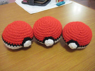 Crochet Pokeballs by neonjello17