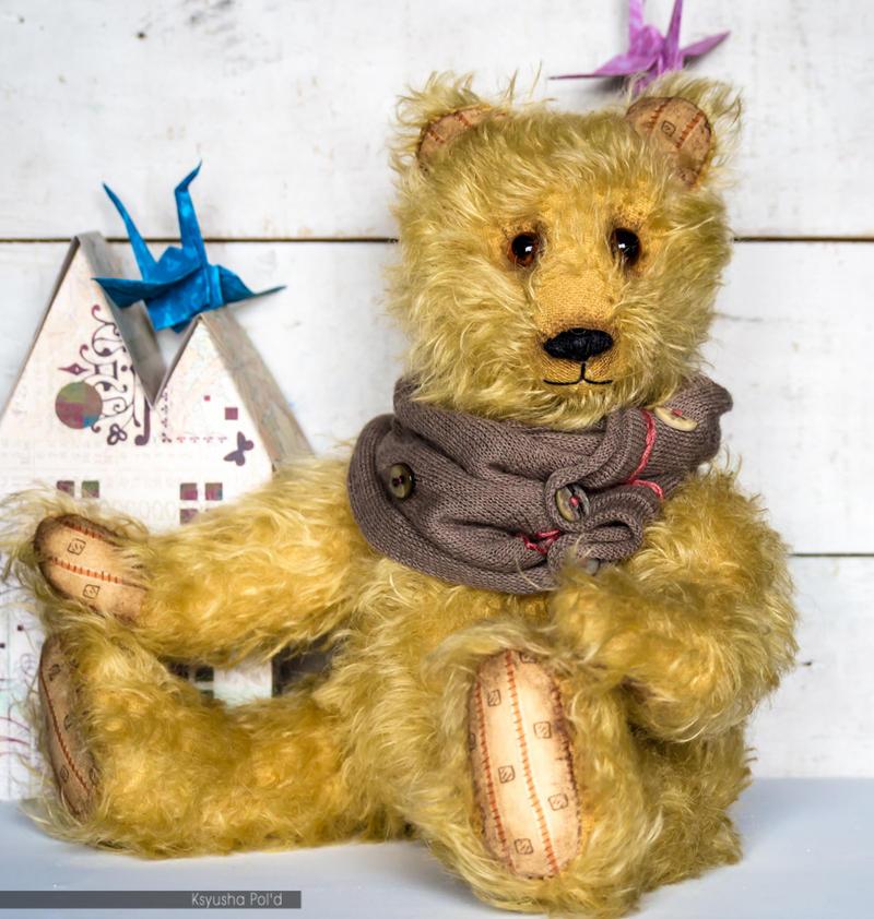 Artist teddy bear with scarf by Leopoldovna