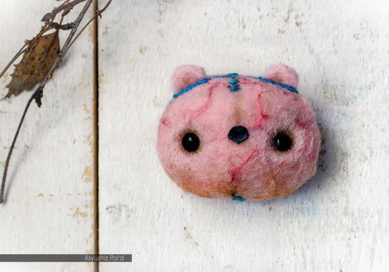 Stuffed pink brooch Teddy bear by Leopoldovna
