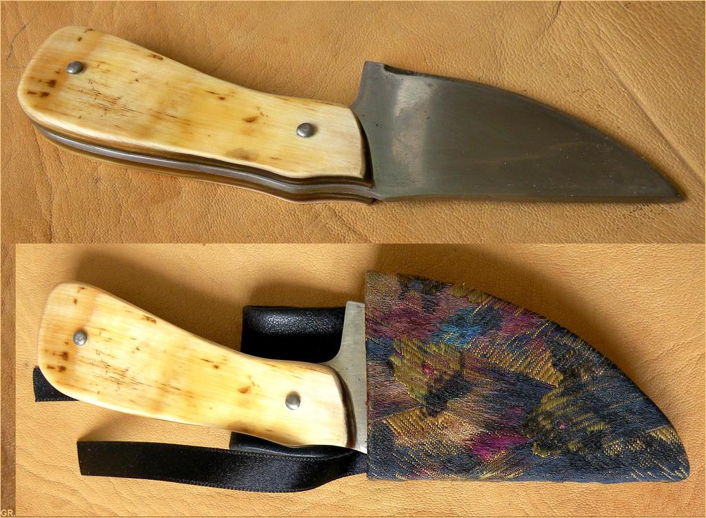 Petit couteau au manche de corne de vache by Lamollesse