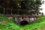 Petit pont de pierre en Charente