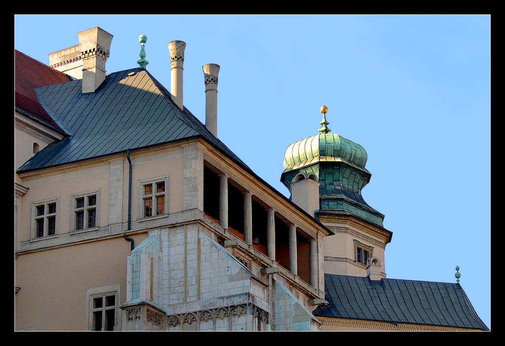 No-Solar Side Of Wawel Castle by skarzynscy