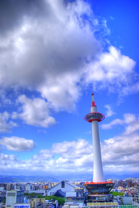 Kyoto Tower by ganessa