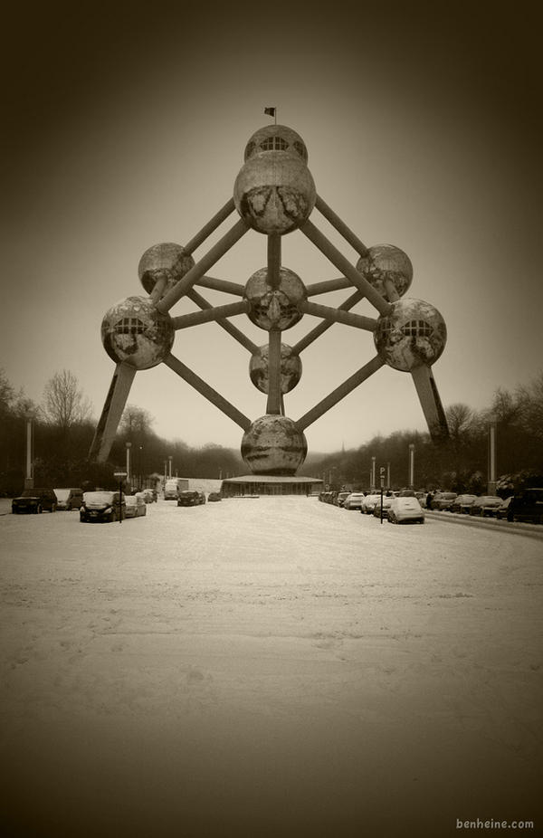 The Atomium by BenHeine