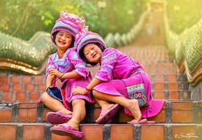 Thai Girls Near Temple - Ben Heine Photography