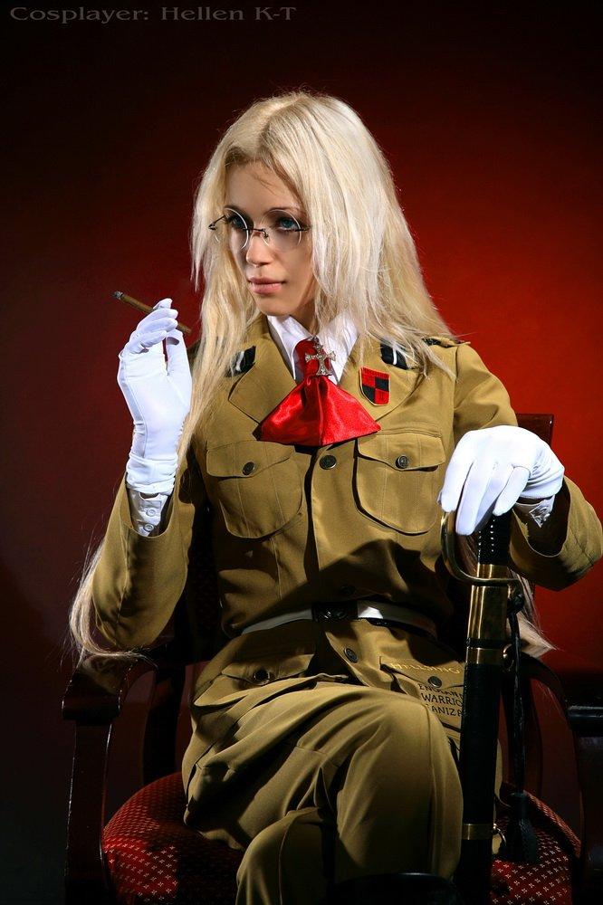 lady Hellsing by Hellen-K-T