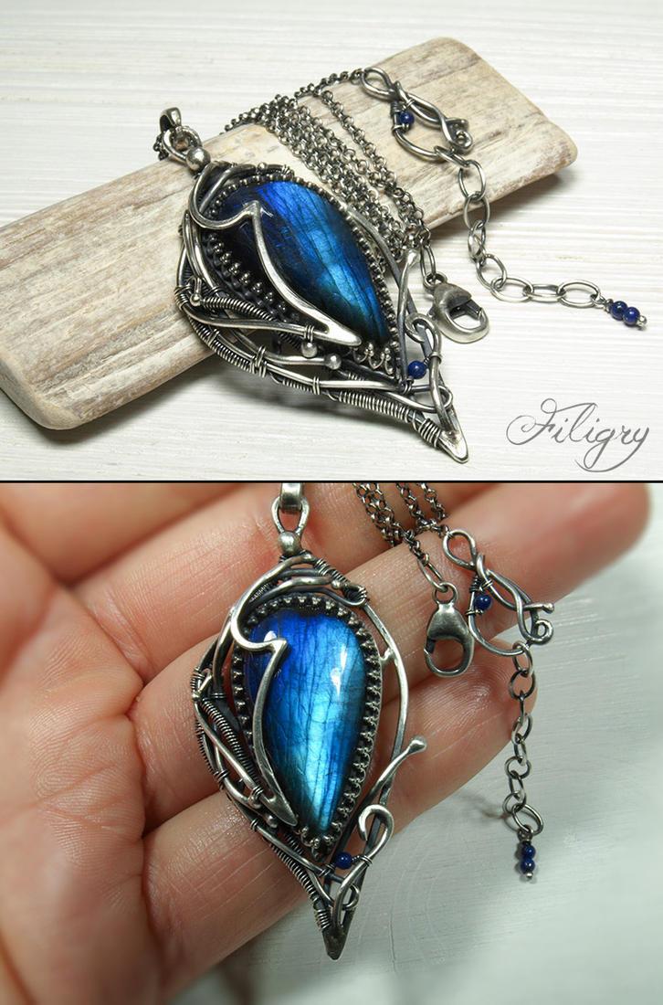 Moonacre II- Labradorite Pendant wiht Lapis Lazuli by FILIGRY
