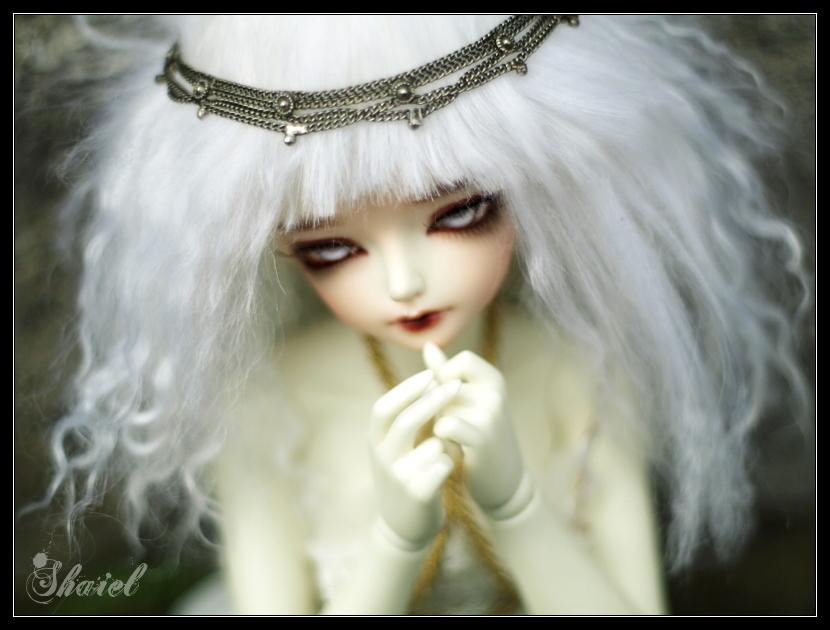 Zora white