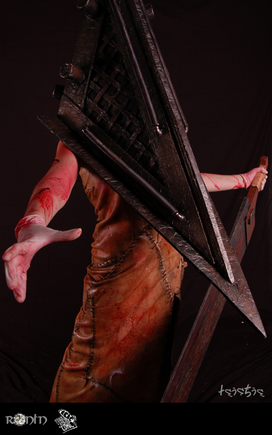 red pyramid head by moonlightspirit