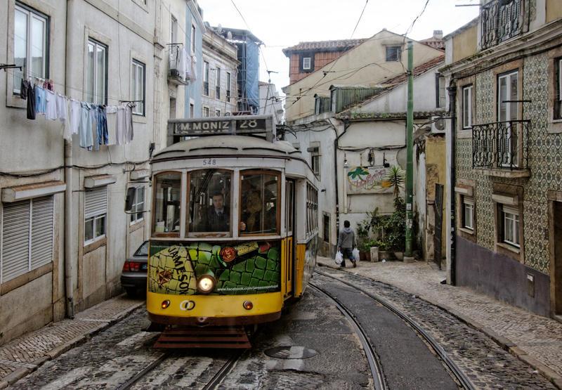 Carte postale de Lisbonne 10 by Douce-Amertume