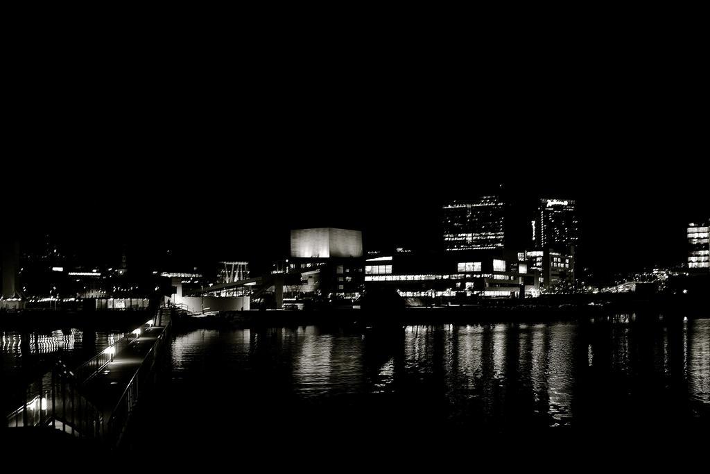 Oslo by night by zeyzep