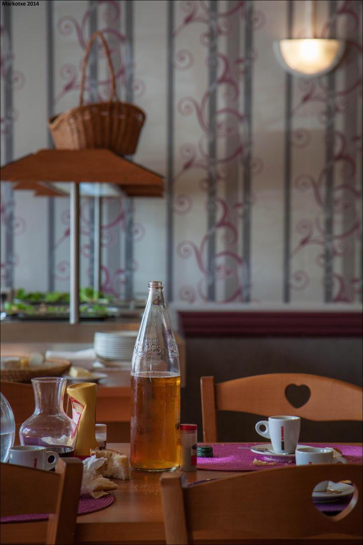 Du cidre sur la table by Markotxe