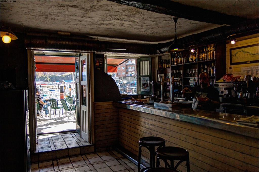 Bar sombre by Markotxe