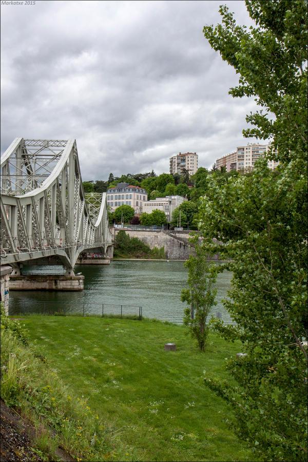 Le pont ferroviaire de la Mulatiere by Markotxe