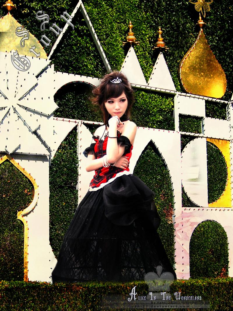 http://fc05.deviantart.net/fs50/f/2009/266/9/6/Evil_queen_by_vani27.jpg