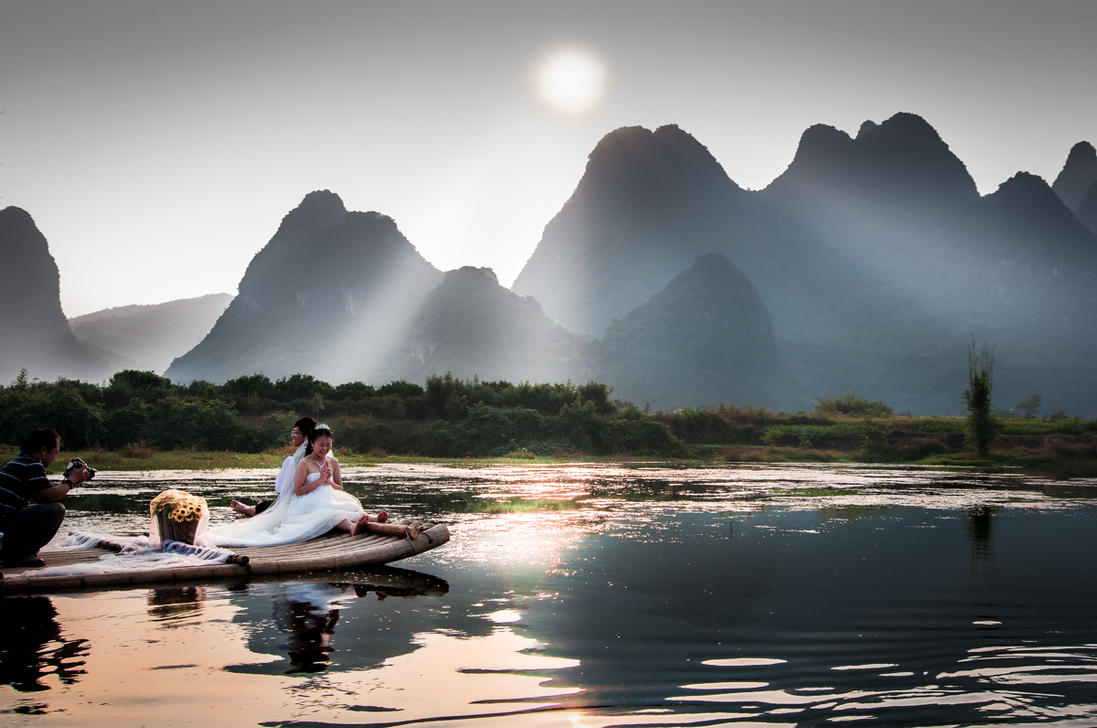 guilin chat Yangshuo has many outdoor activities ,in addition to hiking, kayaking rafting are interesting to participate in your yangshuo tours.