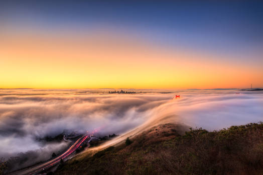 Golden Gate, dance of clouds