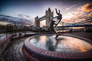 London, bound by alierturk
