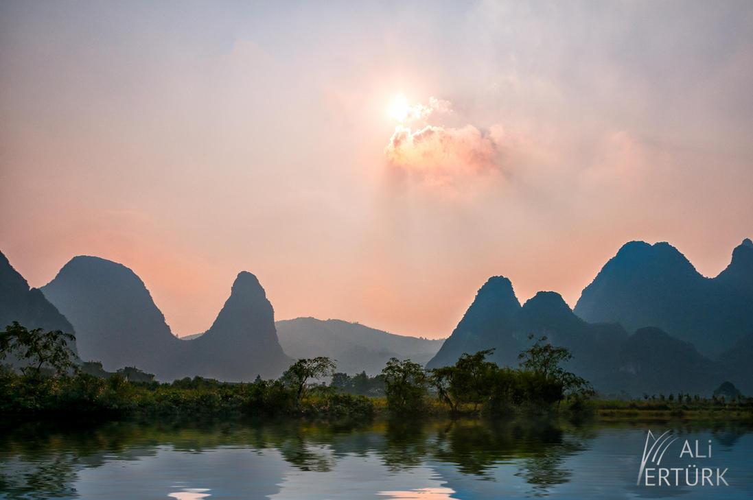 Yangshua, Li River by alierturk